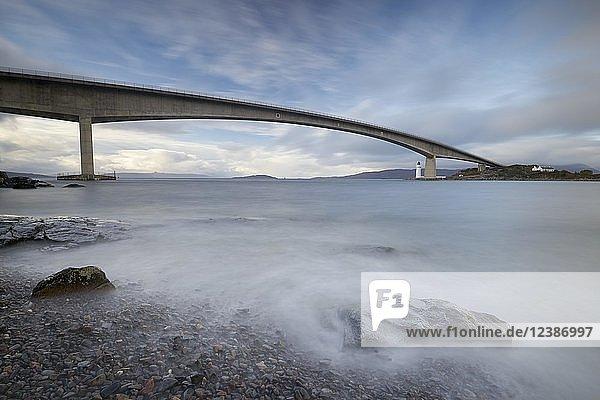 Sky Bridge und Leuchtturm  Isle of Skye  Highland Council  Schottland  Großbritannien  Europa
