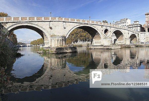 Ponte Garibaldi Brücke über den Tiber  Rom  Latium  Italien  Europa
