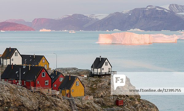 Small town Uummannaq in the north of west greenland. Background the glaciated Nuussuaq (Nugssuaq) Peninsula. America  North America  Greenland  Denmark.