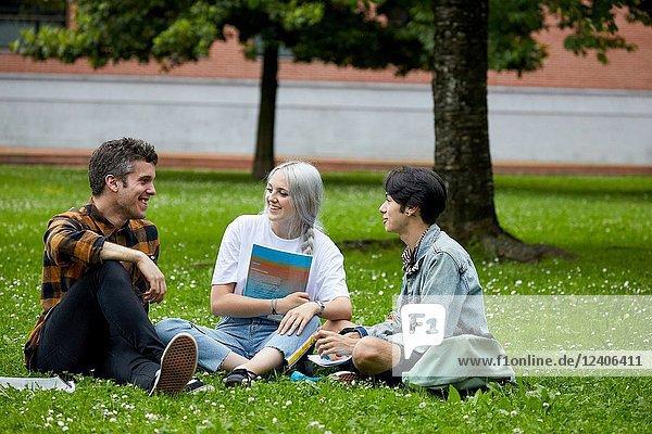 Students on campus  College  School of Business Studies  University  Donostia  San Sebastian  Gipuzkoa  Basque Country  Spain  Europe