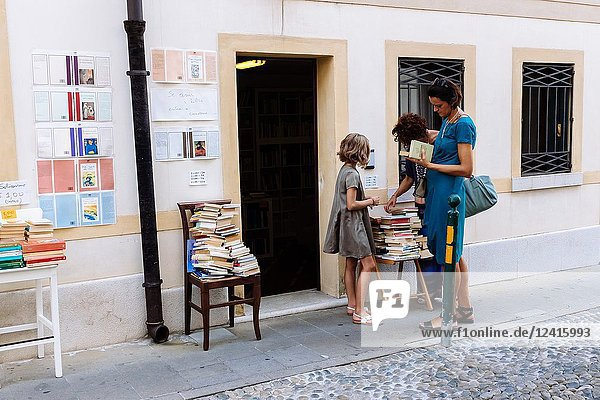 Women reading books at a book store doorway  Treviso  Veneto  Italy.