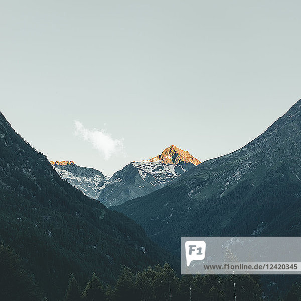 Italy  Lombardy  Chiesa in Valmalenco  mountaintop in the morning light