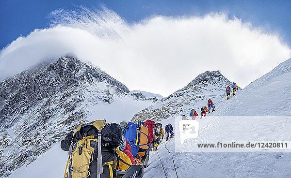 Nepal  Solo Khumbu  Everest  Sagamartha National Park  Roped team ascending  wearing oxigen masks