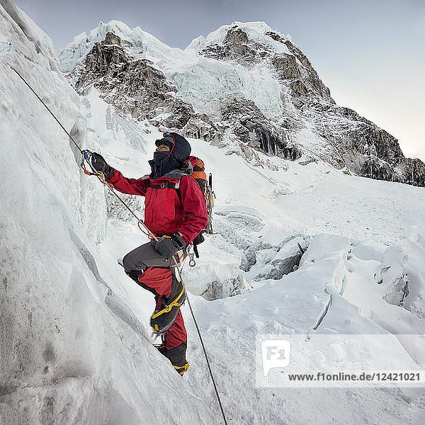 Nepal  Solo Khumbu  Everest  Sagamartha National Park  Mountaineer climbing icefall