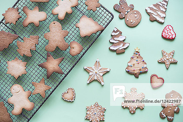Unfinished and decorated gingerbread cookies