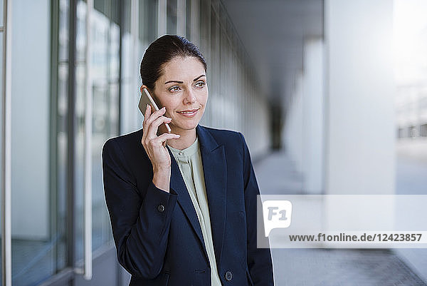 Portrait of smiling businesswaman on the phone