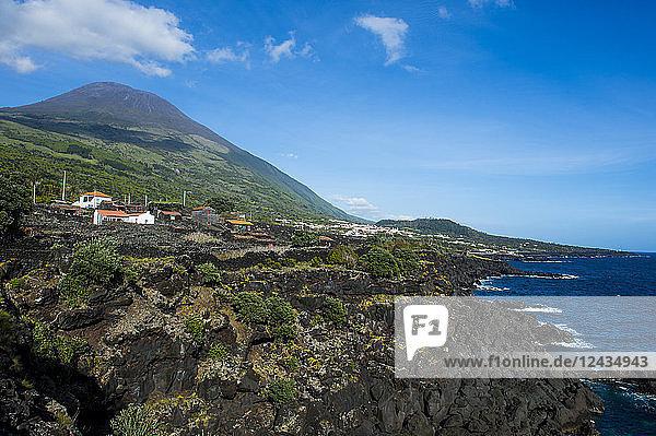 Ponta do Pico  highest mountain of Portugal  Island of Pico  Azores  Portugal  Atlantic  Europe