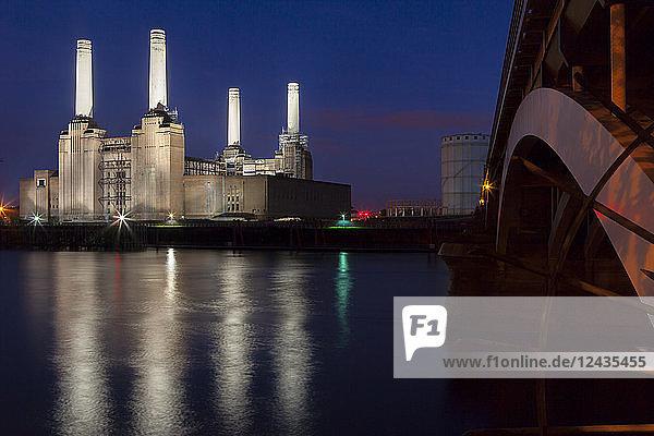 Battersea Power Station and Battersea Bridge at night  London  England  United Kingdom  Europe