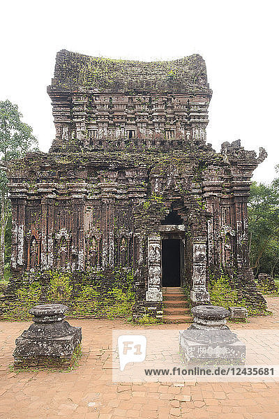 Carved reliefs on the 10th century Cham tower (B5) at the My Son Sanctuary  UNESCO World Heritage Site  Quan Nam Province  Vietnam  Indochina  Southeast Asia  Asia