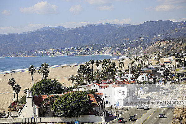 Pacific Coast Highway  Beach  Santa Monica  Malibu Mountains  Los Angeles  California  United States of America  North America