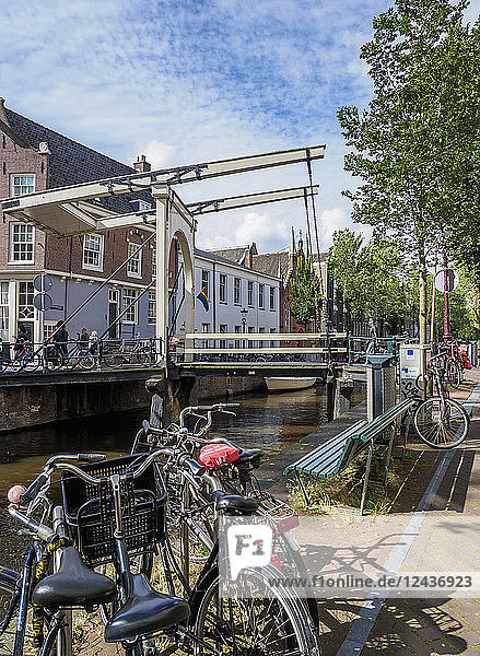Staalmeestersbrug over Groenburgwal Canal  Amsterdam  North Holland  The Netherlands  Europe