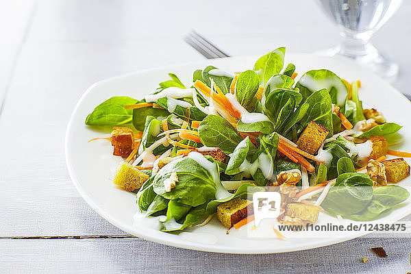 Autumnal salad with lamb's lettuce  carrots  slaw  croutons and walnuts