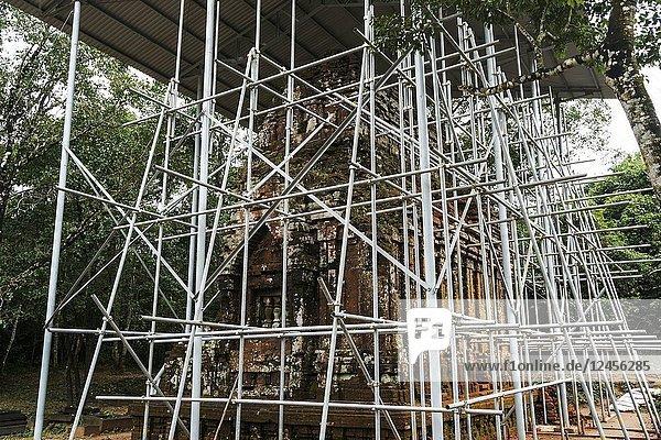 Restoration work. My Son Sanctuary  archaeological site  UNESCO World Heritage Site  Quang Nam Province  Da Nang  Vietnam  Southeast Asia.