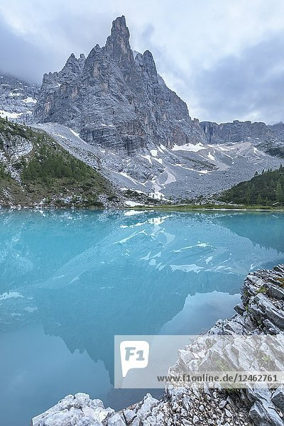 View of Lake Sorapiss  Sorapiss Lake  Dolomites  Veneto  Italy.