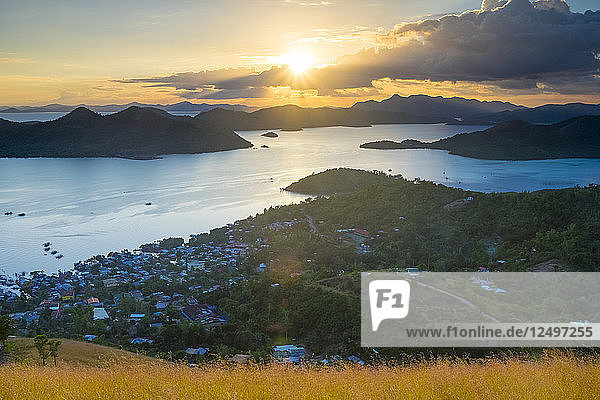 Sunset from Mount Tapyas View Deck over the Calamian Islands  Busuanga Island  Palawan  Philippines