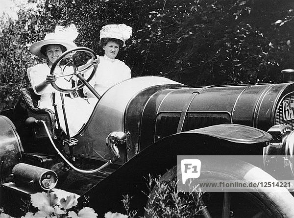 A Pope Hartford car  c1911. Artist: Unknown