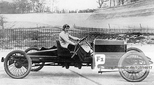 Miss Dorothy Levitt  in a 26hp Napier  Brooklands  1908. Artist: Unknown