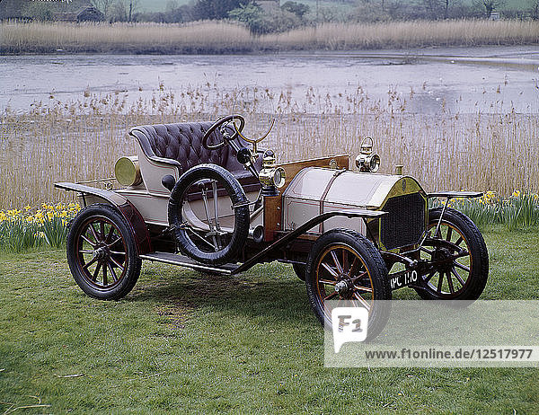 A 1909 Humber 8hp. Artist: Unknown