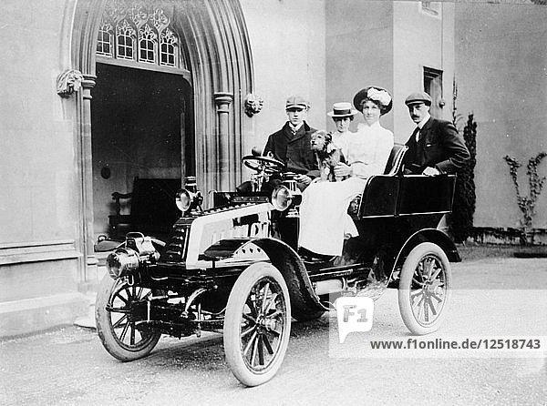 De Dion car and passengers  c1902. Artist: Unknown