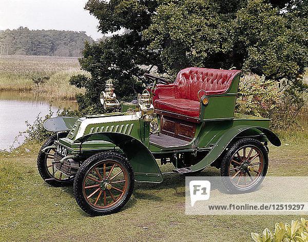 A 1903 De Dion Bouton Model Q. Artist: Unknown