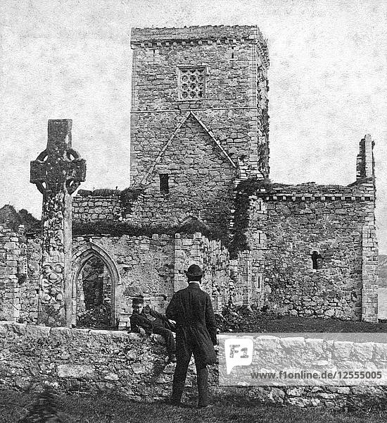 Ruins of the cathedral and St Martins Cross  Iona  Argyll and Bute  Scotland  late 19th century.Artist: George Washington Wilson