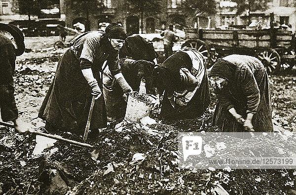 The poor of Berlin rummaging in refuse heaps  Germany  c1914-c1918. Artist: Unknown