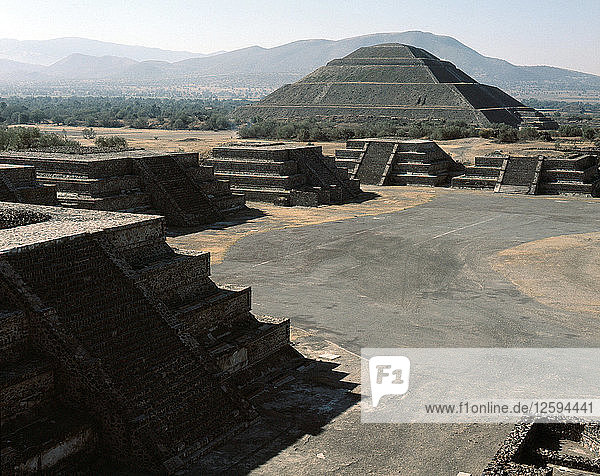 The Pyramid of the Sun with the Pyramids of the Ciudadela in the foreground.