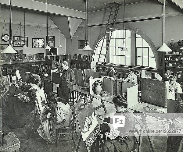 Female students painting still lifes  Hammersmith School of Arts and Crafts  London  1910. Artist: Unknown.