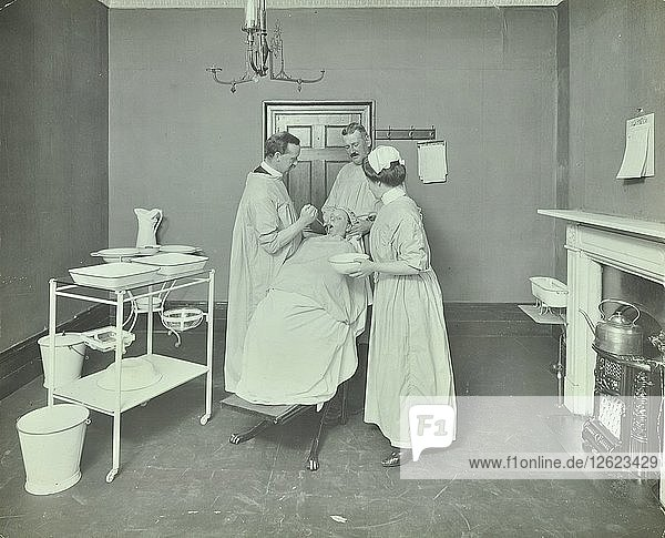Operation Room  Woolwich School Treatment Centre  London  1914. Artist: Unknown.