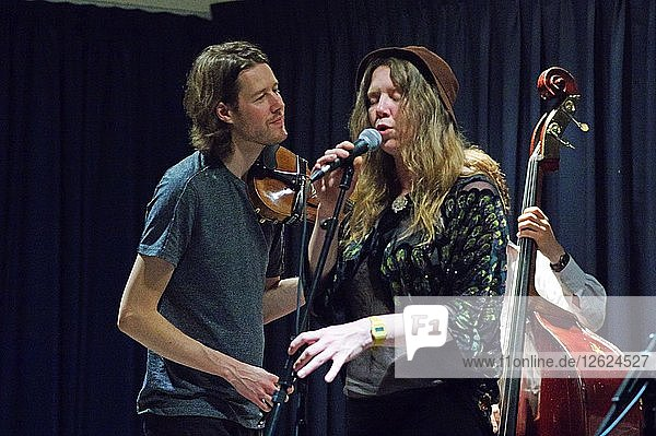 Thomas Gould and Louisa Jones  Watermill Jazz Club  Dorking  Surrey  August 2015. Artist: Brian OConnor.