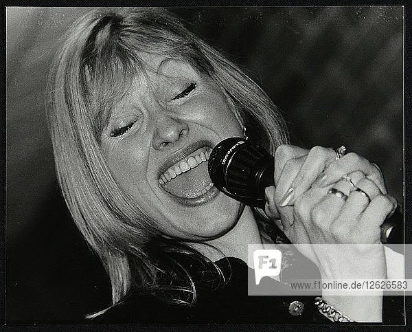 Tina May performing at The Fairway  Welwyn Garden City  Hertfordshire  7 March 1999. Artist: Denis Williams