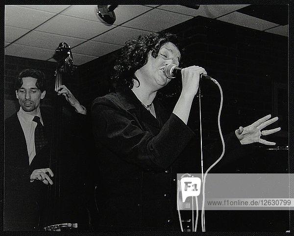 Sheena Davis and Rob Rickenberg performing at The Fairway  Welwyn Garden City  Hertfordshire  2002. Artist: Denis Williams