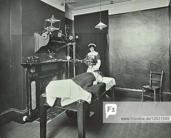 X-ray room  Fulham School treatment centre  London  1914. Artist: Unknown.