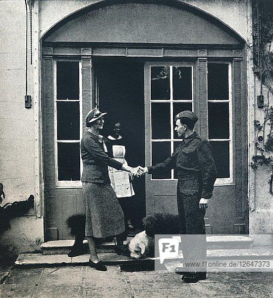 Auf Wiedersehen  Lakai; Viel Glück  Soldat  1941. Künstler: Cecil Beaton'.