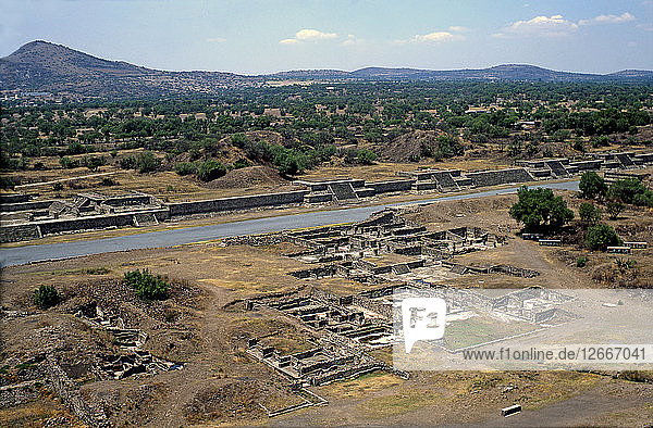 Teotihuacan  Palace of the Sun  built during Miccaotli phase (150 to 200 years a.C) at the nort?