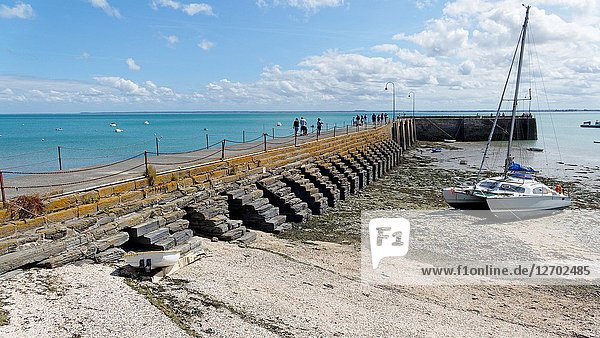 Pier Cale de l'Epi in Cancale (Brittany  France).