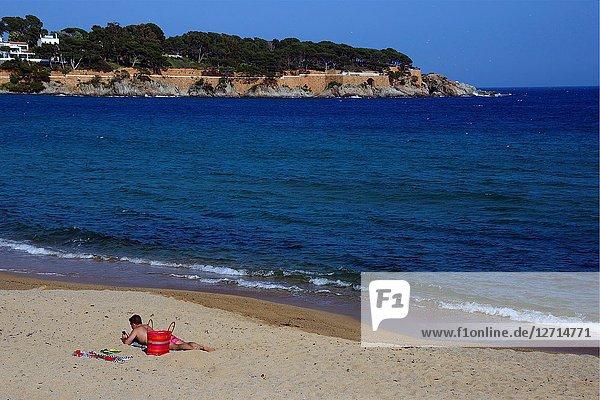 Sant Feliu de Guixols resort  Sant Pol sandy beach  Sant Pol beach is a passage between resorts S'Agaro and Sant Feliu de Guixols  view for S'Agaro  Costa Brava  Baix Empordà  Catalonia  Spain  Europe