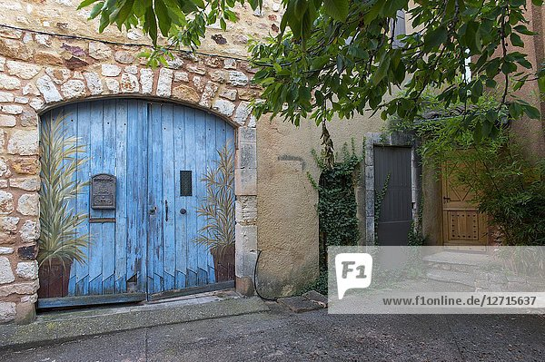 A colorful door in the village of Roussillon in the Luberon  Provence-Alpes-Cote d Azur region in southern France.
