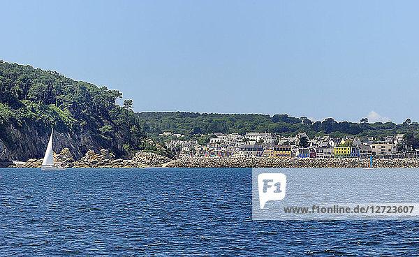 France  North-Western France  Brittany  Presqu'isle of Crozon  village of Morgat on the seaside