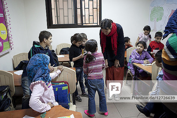 Explanation of the project Correspondences to the palestinian children  the Correspondences project put during one year in link a 1st year of primary school of the school Saint Joseph of Lyon and the children going at remedial classes course dispensed by