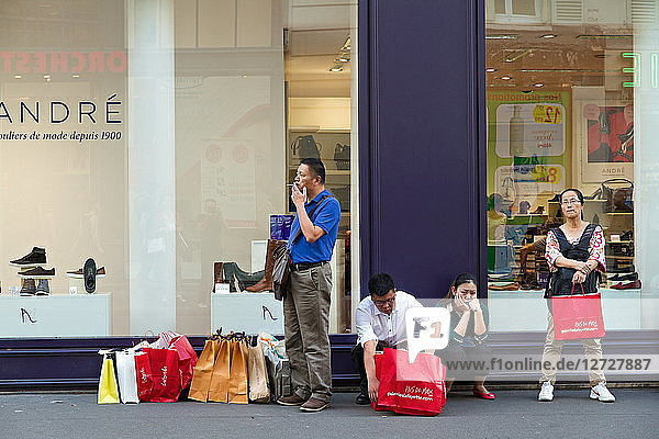 France  Paris  9th arrondissement  rue de la Chaussee d'Antin  Chinese tourists waiting across the stree of Galeries Lafayette department store