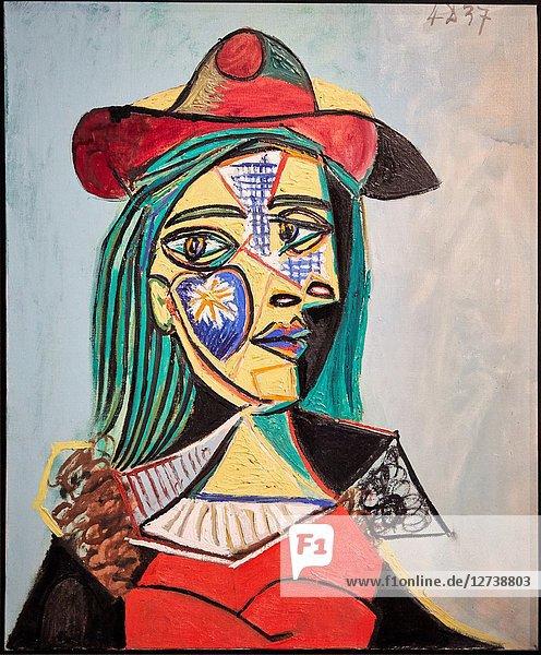 'Woman in Hat and Fur collar (Marie-Thérèse Walter)'  1937  Pablo Picasso  National Museum of Catalan Art  Museu Nacional d Art de Catalunya  MNAC  Barcelona  Spain  Europe
