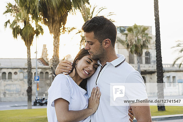 Young woman leaning on shoulder of her boyfriend