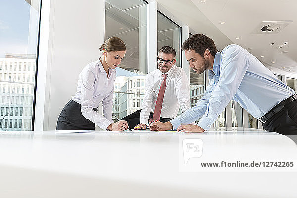 Poland  Warzawa  group of three businessmen at conference table