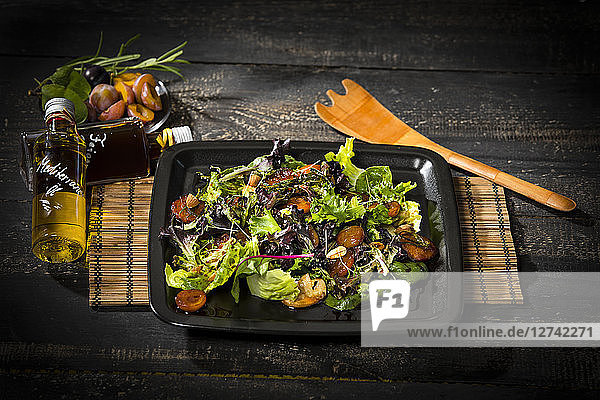 Leaf lettuce with steamed plums  champignons  almonds and cress