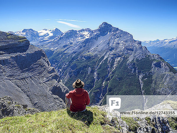 Italy  Lombardy  Sondrio  hiker resting with view to Stelvio Pass and Ortler