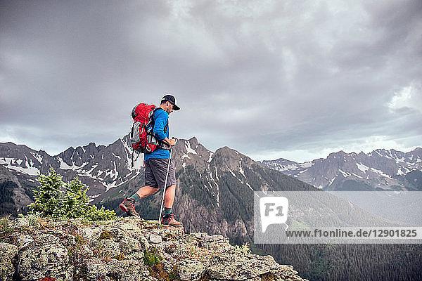 Wandernder Mann  Mount Sneffels  Ouray  Colorado  USA