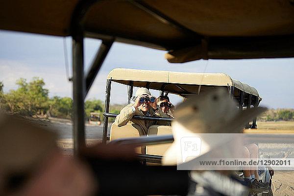 Touristen auf Safari-Tour  Kasane  Nordwesten  Botswana