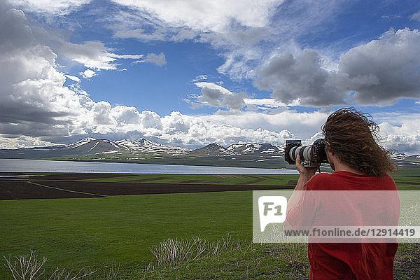 Georgia  Ktsia Tabatskuri Reserve  Photographer taking pictures og Tabatskuri lake