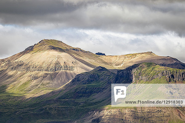 Majestic natural scenery with mountains  Iceland